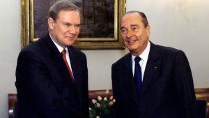 Finlands statsminister Paavo Lipponen poserar med Frankrikes president Jaques Chirac.