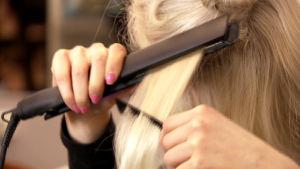 Suoristaminen aloitetaan alimmista hiuksista.