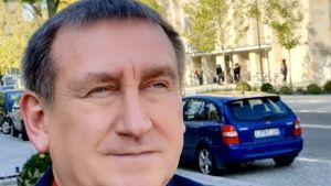 Den polska politikern Krzysztof Jędrasik fotad utomhus.