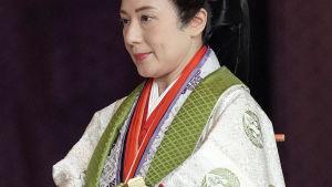 Kejsare Naruhitos fru Masako under kröningen av Naruhito.