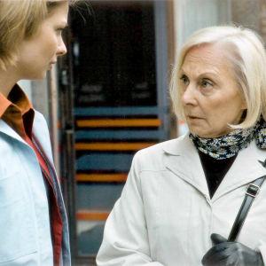 Anna Vihanto ja Seela Sella Timo Humalojan elokuvassa Laina-aika (2000).