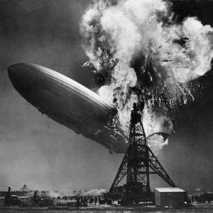 Hindenburg tuhoutui Lakehurstissa, New Yorkin luona Yhdysvalloissa 6. toukokuuta 1937.