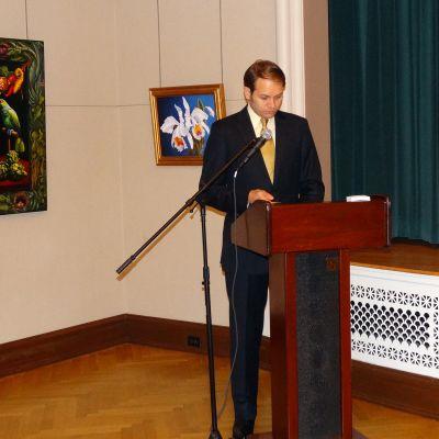 Eric Spoutz luennoi taiteesta museossa Washingtonissa.
