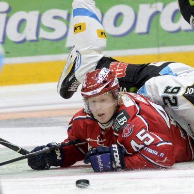 Micke-Max Åsten här i HIFK:s tröja.