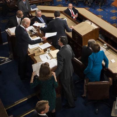 Joe Biden får resultatet av elektorsrösterna i USA:s kongress.