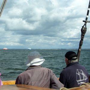 Maisemien katselua laivan kannelta