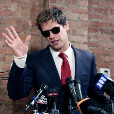Äärioikeistolaisen Breitbart News –uutissivuston päällikkötoimittaja Milo Yiannopoulos on eronnut työstään pedofiliapuheidensa takia. Yiannopoulos tiedotustilaisuudessa 21.2. 2017.