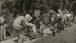 Lumikki ja 7 jätkää -elokuvan kuvauksissa (1953).