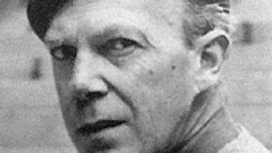 Författaren Gunnar Ekelöf med basker. 1950 - eller tidigt 1960-tal.