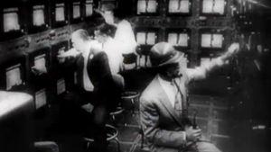 Sputnikin lentoa tarkkaillaan (1957).