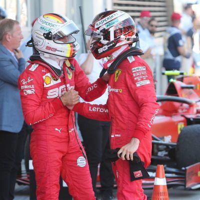 Sebastian Vettel och Charles Leclerc skakar hand
