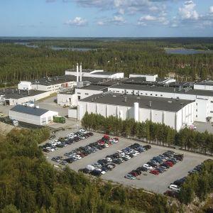 Ett fabriksområde fotograferat från luften.