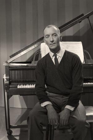 Pianisti Cyril Szalkiewicz televisio-ohjelmassa Kevättä musiikissa 15. toukokuuta 1961.