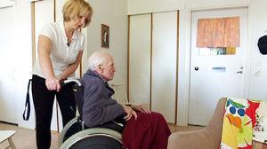 Edina Bilajac nauttii työstään vanhusten parissa