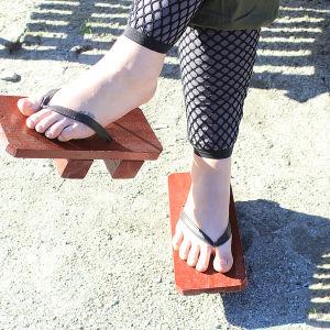 Naruto-ninjan puiset kengät.