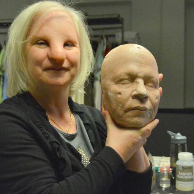 mallin omat kasvot ja silikonilla naamioidut