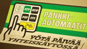 Vanhan pankkiautomaatin ohjetarra, Pankkimuseo.
