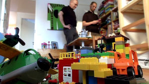 Tukesin viranomaiset tarkistavat lastenhuoneen turvallisuuden