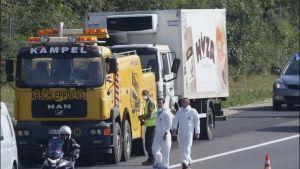 Bild på lastbil där över 70 migranter kvävdes till döds år 2015
