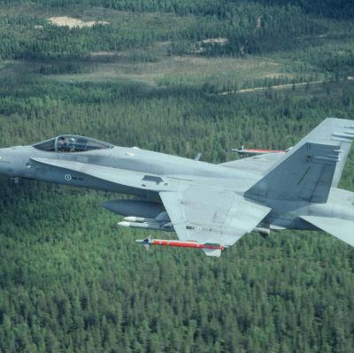 Finska flygvapnets F-18 Hornet.