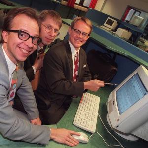 Alivaltiosihteerin Simo Frangén, Jyrki Liikka ja Pasi Heikura 1997.