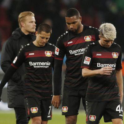 Joel Pohjanpalo fick aldrig ta av dig överdragskläderna när hans Bayer Leverkusen föll med 2-3 mot Borussia Mönchengladbach.