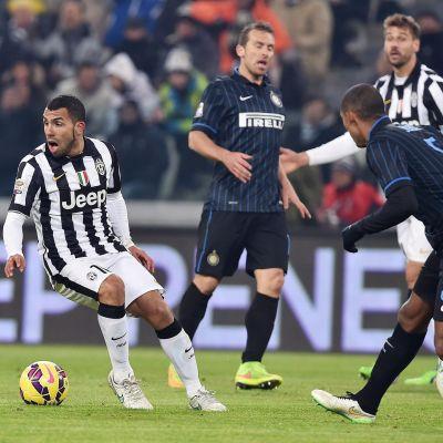Carlos Tevez i match mot Inter.