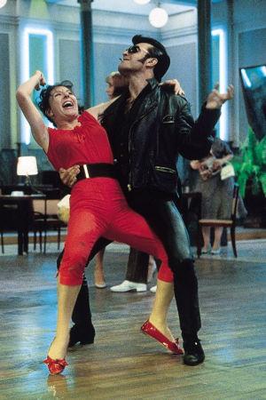 Rokkarit tanssilattialla. Kuva Ettore Scolan elokuvasta Tanssit (Le bal).