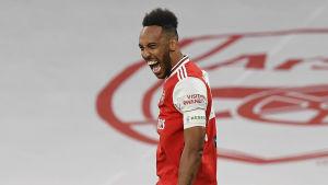 Pierre-Emerick Aubameyang blev glad då han gjorde 2–0.