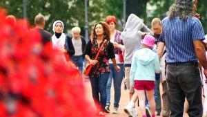 Folk på stan i Helsingfors centrum.