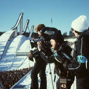 Kari Jäntti, Osmo Valavaara ja Hannu Kostermaa hiihdon MM-kisoja taltioimassa Lahdessa 1978