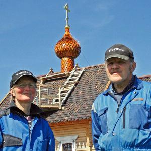 Dokumentti perinteisen karjalaisen tsasounan rakentamisesta Pielaveden Taipaleen kylään.