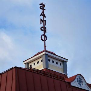 Rihimäen Kino-Sammon torni ja neonvalo Sampo