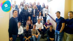 Elever i Vasa övningsskolas gymnasium som är med i Yle Nyhetsskolan.