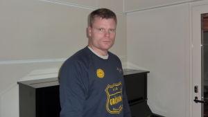 Christer Lundqvist tränar HIK:s handbollsherrar.