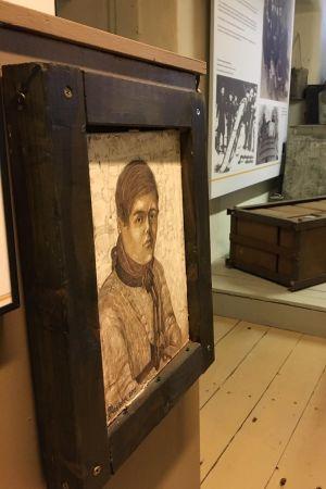 Ida Lindströms målning från 2015 av Johan Adamsson finns på Tullmuseet