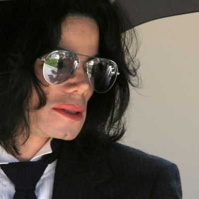 Jackson vuonna 2005 poistumassa oikeustalolta Santa Mariassa Kaliforniassa.