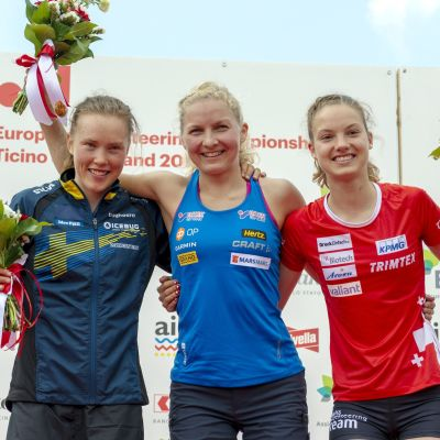 Mitalikolmikko Tove Alexandersson, Marika Teini ja Simona Aebersold