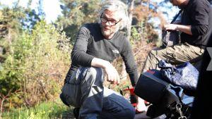 Mattias Ohlsson regissör på inspelningsplats.