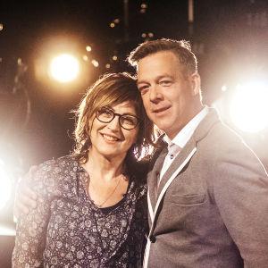 Nina Åström och Riko Eklundh är ett av de tävlande lagen i På resande not