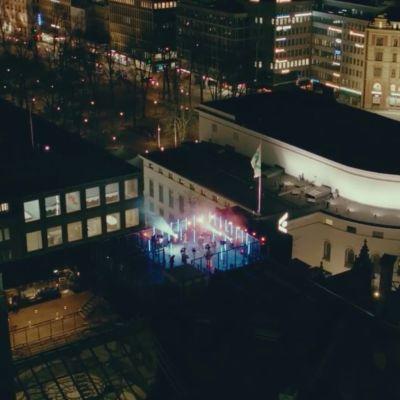 Gasellit-yhtye keikkakuvauksissa Stockmannin katolla.