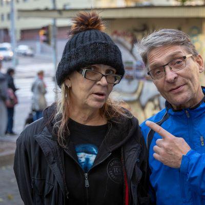 Tiina Hedborg ja Pasi Saarinen käyvät säännöllisesti Kallion leipäjonossa.