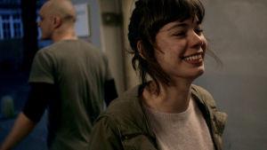 Victoria (Laia Costa) elokuvassa Victoria. Taustalla selin Boxer (Frank Rogowski)