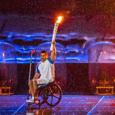 Clodoaldo Silva tänder elden i Paralympics 2016.