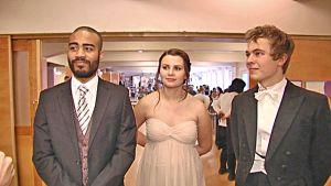 Benjamin Gripenberg, Nicole Flander och Amos Wallgren från åk 12 i den svenska Steinerskolan i Helsingfors.