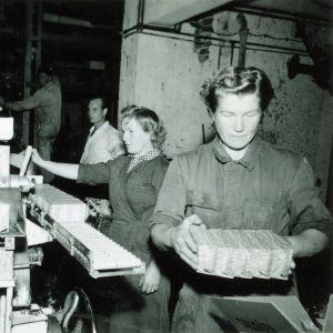 Framställning av tallsåpa på Enso-Gutzeitin fabrik i Imatra.