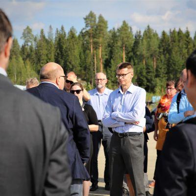 Finnpulp-sellutehtaan suunnitellun rakennuspaikan esittelyä Korkeimman hallinto-oikeuden presidentille Kari Kuusiniemelle.