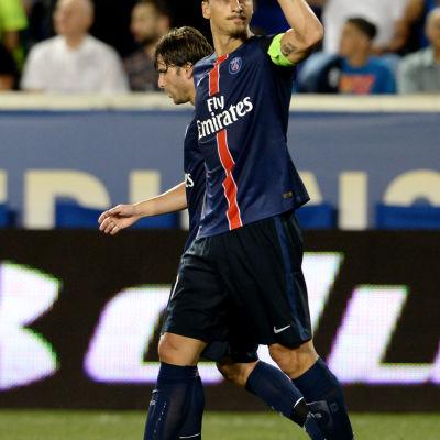 Zlatan Ibrahimovics armbåge skapar rubriker under PSG:s försäsongsturné i USA.