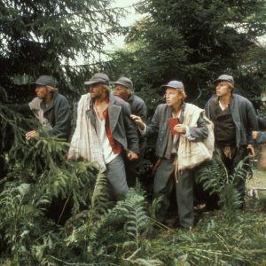Näyttelijöitä Seitsemän veljestä tv-sarjan kuvauksissa.