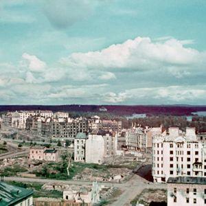 Takaisinvallattua Viipuria, sodassa vaurioitunutta kaupungin keskustaa 1941
